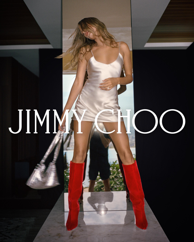 542652ff 1944 1eed 70c2 9139c97f6b7c - Hailey Bieber imagen de la campaña Otoño 2021 de Jimmy Choo