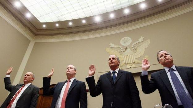 Os executivos Steven Newman, Lamar McKay, Tim Probert, e Jack Moore testemunham no Congresso americano em 2010