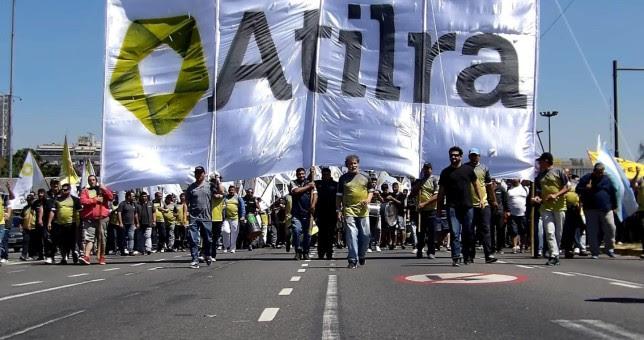 Lecheros piden cerrar un 49% de aumento