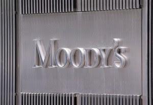 Πλεόνασμα 2,5% για το 2018 βλέπει η Moody's