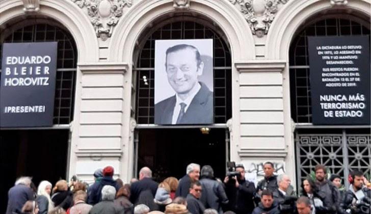 Honras fúnebres a Eduardo Bleier, en la Universidad de la República. Foto: Presidencia de la República.