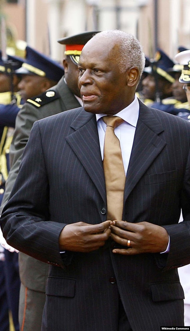 Многолетний президент Анголы Жозе Эдуарду душ Сантуш