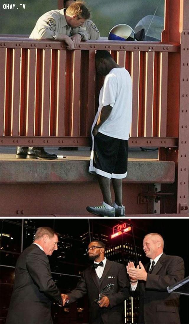 Viên cảnh sát thuyết phục người đàn ông đừng tự sát. Tám năm sau, ông bố da màu hai con trao thưởng cho viên cảnh sát tại Tổ chức Phòng chống Tự sát Hoa Kỳ.,Hoa Kỳ,nước mỹ,lòng nhân ái