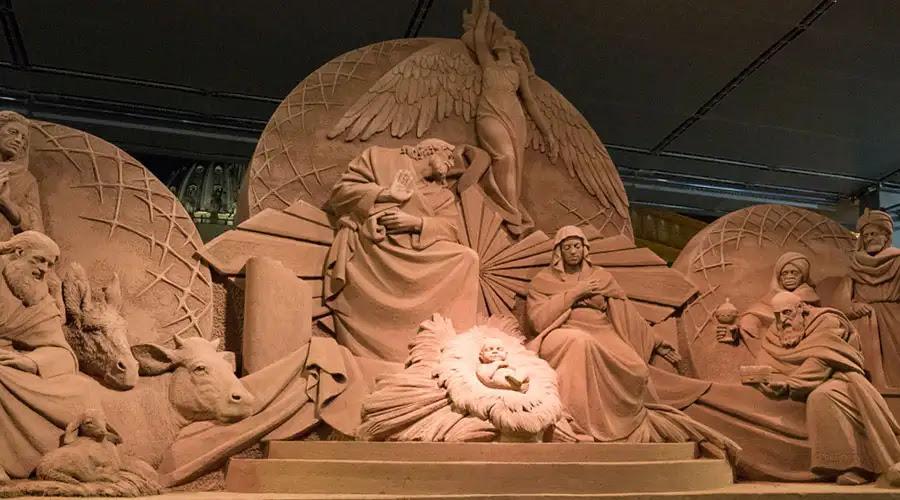 Pesebre de arena instalado en la Plaza de San Pedro del Vaticano - Foto: Marina Testino (ACI Prensa)