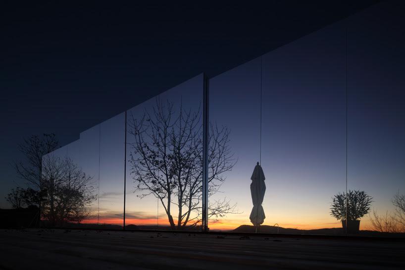 delugan meissl associated architects casa invisible house designboom