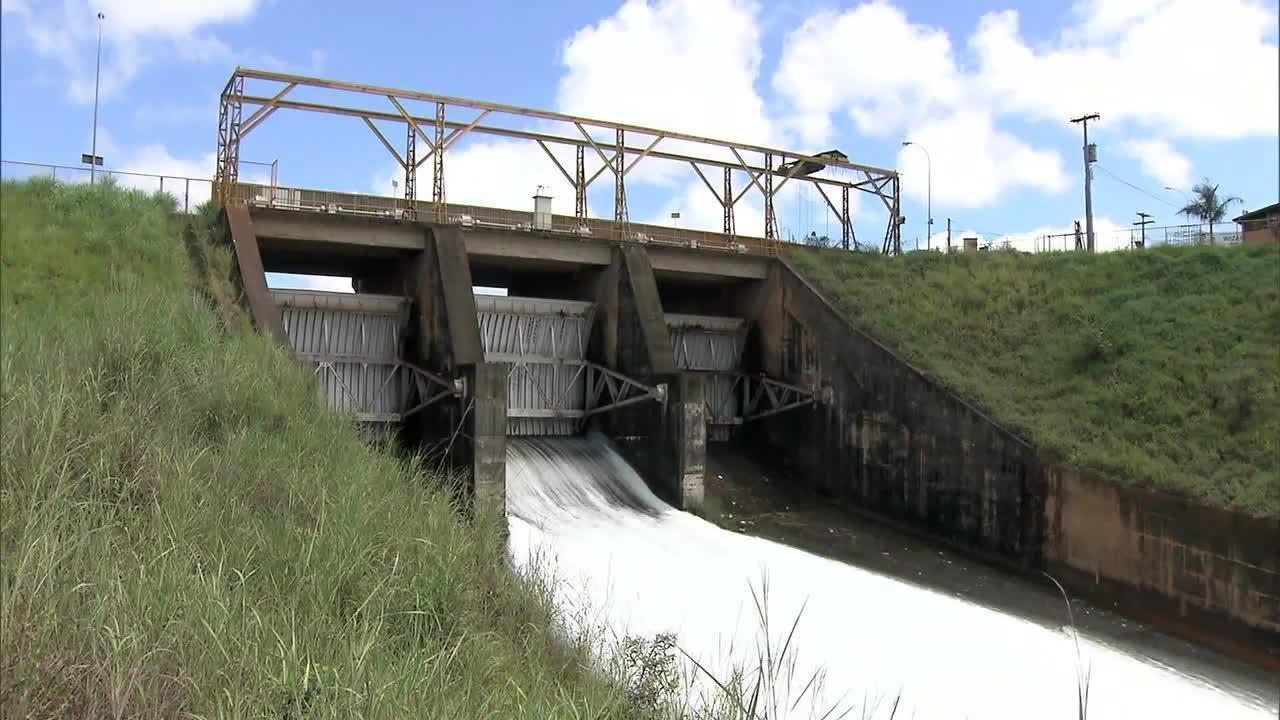 Vertedor da barragem de Canoas/AL