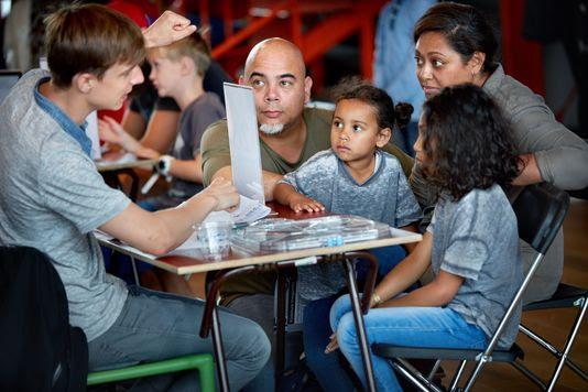 Wetenschappers beantwoorden kindervragen in NEMO