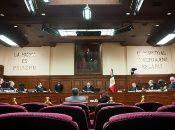 Magistrados de la Corte Suprema de México frenan ley para limitar el salario de los funcionarios públicos.