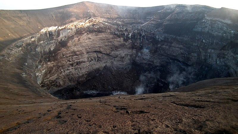 File:Crater of Ol Doinyo Lengai (Jan 2011).jpg