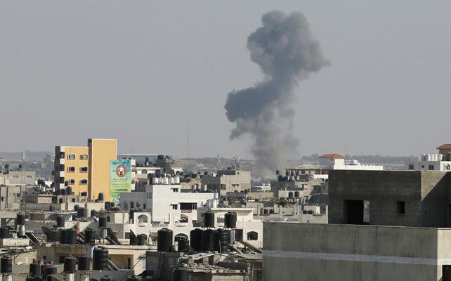 Las primeras bombas caen sobre Gaza después de que Israel haya dado por suspendida la tregua.