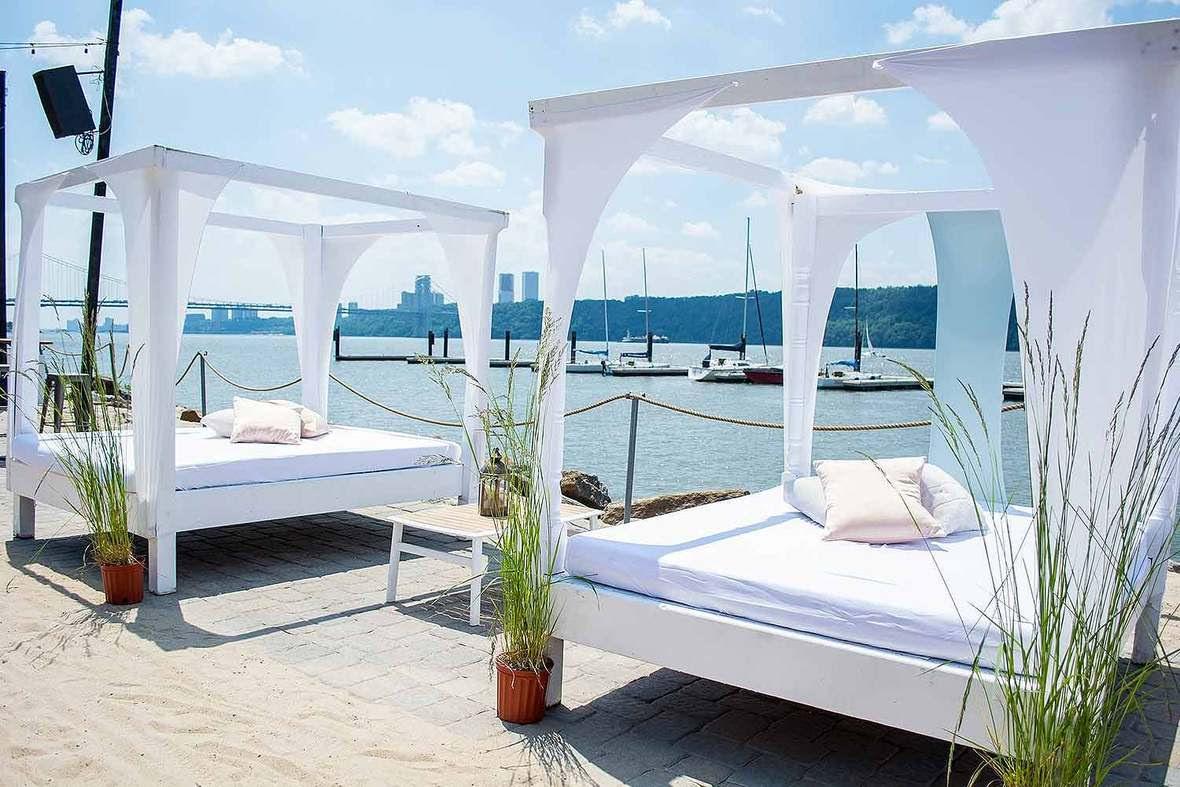 la-marina-outdoor-nyc-new-york-ny-view-on-the-cabanas-on-the-beach