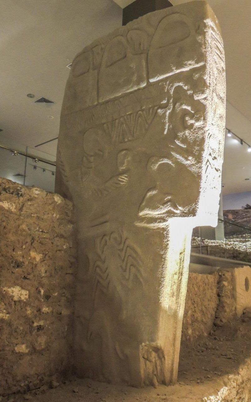 Réplica-de-pilar-43-the-Vulture-pedra-em-Gobekli-Tepe-Sanliurfa-Museu-Turquia-crédito-Alistair-Coombs-xlarge trans NvBQzQNjv4BqImq0gSBkzcH -jHFXstKOOPHi e1tpOIk75CAYQiDp0
