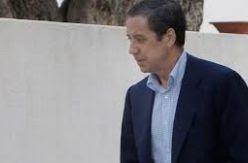 El alta de madrugada a Zaplana culmina un trato privilegiado del hospital público La Fe al político imputado