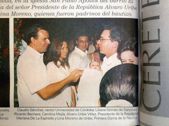 Álvaro Uribe, siendo presidente, fue padrino de Mariana De La Espriella, hija del senador Miguel Alfonso De La Espriella quien igual que Claudio Sánchez, entonces rector de la Universidad de Córdoba, se encuentran detenidos por vínculos con grupos paramilitares.