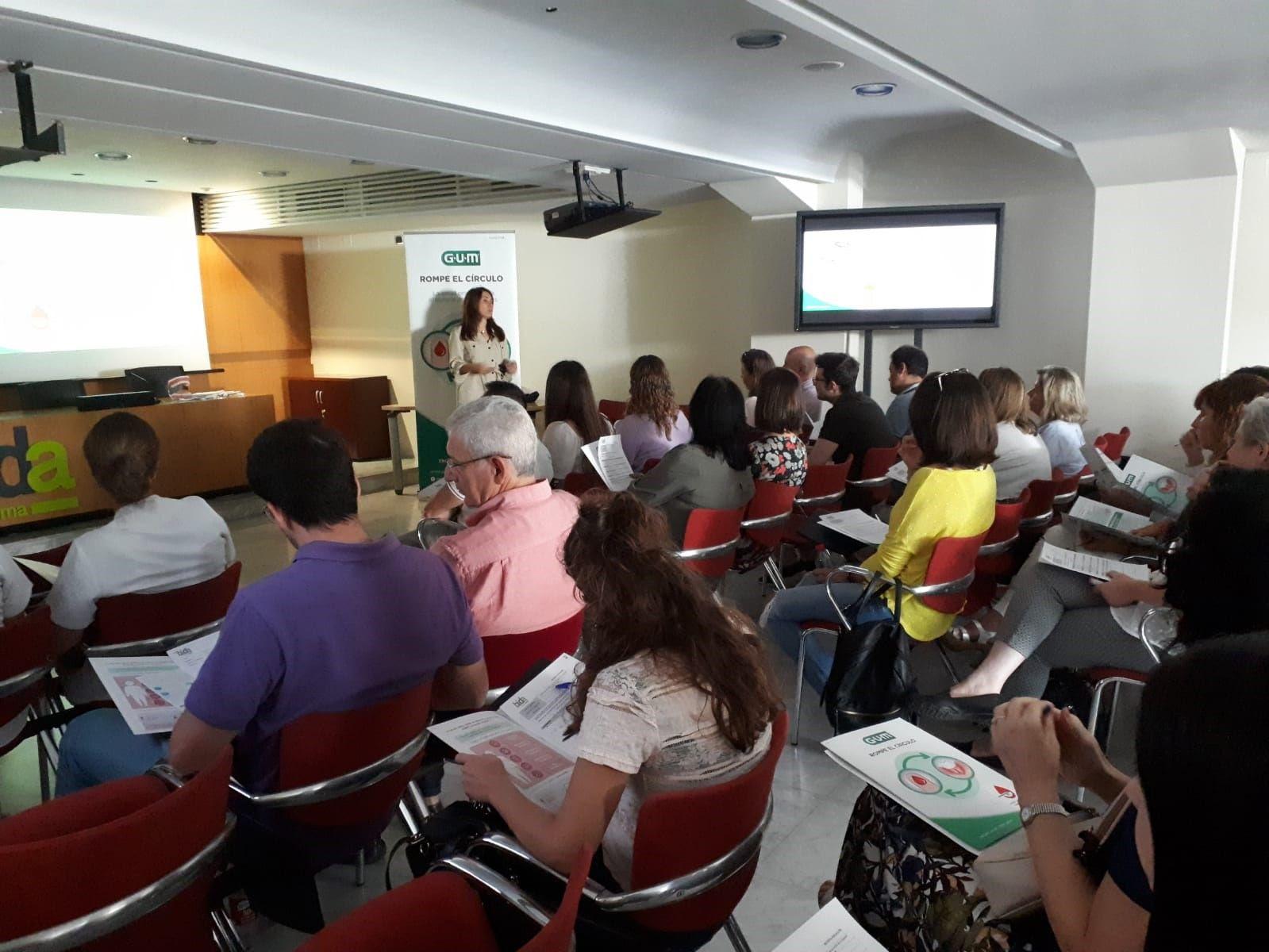 Sesión de Formación sobre diabetes y periodontitis en Sevilla