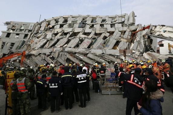 AL MENOS 11 MUERTOS Y 120 DESAPARECIDOS POR EL SISMO EN TAIWAN