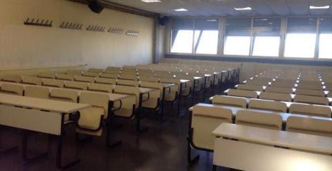 Aulas vacías de la Facultad de Ciencias de la Información de la Universidad Complutense de Madrid./ Twitter Sindicato de Estudiantes