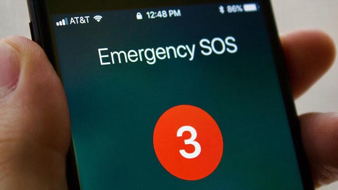 Nếu bị nhốt trong phòng kín với chiếc iPhone còn 1% pin vỏn vẹn, điều thông minh nhất nên làm là gì? - Ảnh 1.