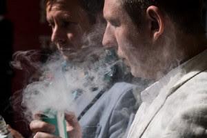 «Σιγοσβήνει» το παραδοσιακό τσιγάρο - Έρχεται το κάπνισμα από το... μέλλον