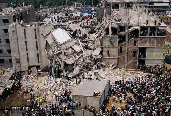 2013 年 縫製工場の崩落事故・1,100 人の命が失われた/バングラデシュ・ダッカ近郊