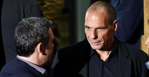 El nuevo ministro griego de Finanzas, Yanis Varoufakis, con el flamante primer ministro Alexis Tsipras. REUTERS/E.P.