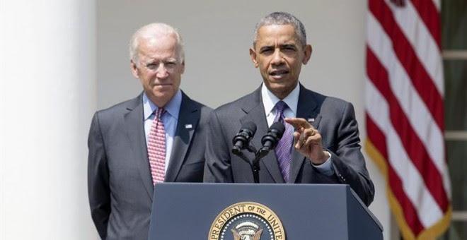 El presidente de EEUU, Barack Obama, junto al vicepresidente del país, Joe Biden, en la rueda de prensa en la que ha anunciado la reapertura de la embajada estadounidense en Cuba. - EFE