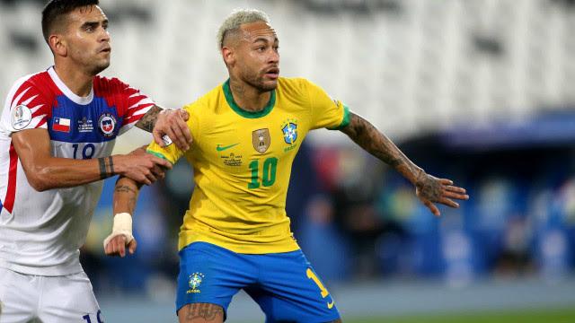 Brasil sofre para vencer Chile e enfrenta Peru, contra quem gosta de marcar