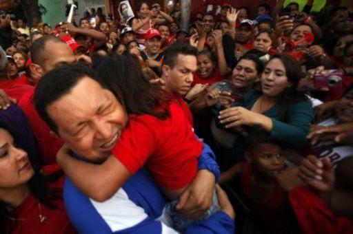 """La frase """"Chávez no murió, se multiplicó"""", es parte de la fuerza y dignidad que el expresidente sembró en su pueblo, volviéndose una presencia eterna en los venezolanos."""
