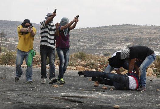 Fotos: Así se infiltran los agentes de Israel entre los manifestantes palestinos