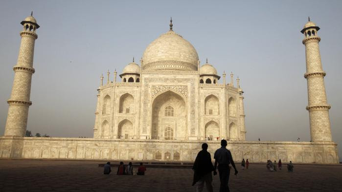 VIDEO. Face aux agressions sexuelles, l'Inde déconseille la jupe aux touristes