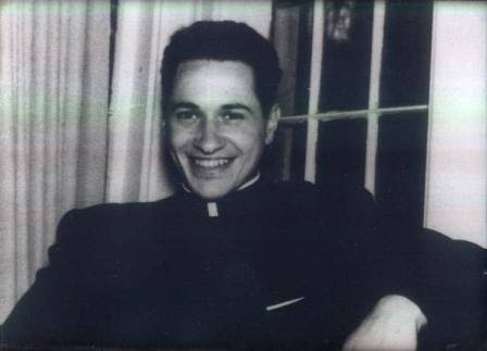 El cura Camilo Torres, fundó la facultad de sociología en la Universidad Nacional. Después se vinvuló al ELN, pero cayó abatido a los 36 años de edad en su primer y único combate