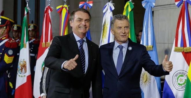 17-07-2019. Mauricio Macri, presidente de Argentina, y Jair Bolsonaro, presidente de Brasil, señalan con el pulgar hacia arriba al comienzo de la Cumbre del Mercosur. Isac Nobrega / Palacio Planalto