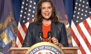 La gobernadora demócrata del Estado de Míchigan, Gretchen Whitmer. /2020 DNCC / HANDOUT /Archivo