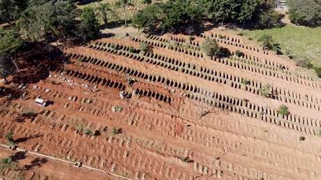 VIDEO: Cavan cientos de tumbas en Brasil ante el aumento de muertes por covid-19