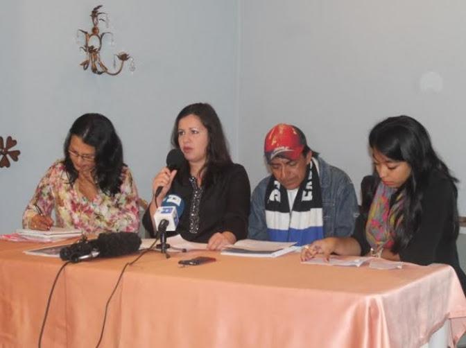 En la mesa de Izquierda a Derecha: Gilda Rivera (Centro de Derechos de Mujeres), Erika Guevara Rosas (Amnistía Internacional), José Concepción Martinez (COPINH) y Katherin Cruz (Red Nacional de Defensoras).