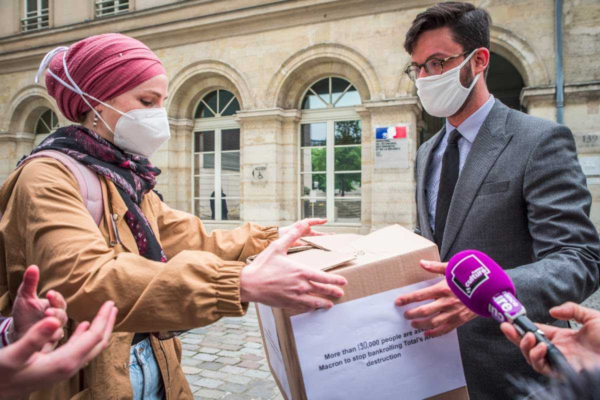 Photo of the delivery of your signatures by our campaigner, Leyla, to Nicolas Dufaud, Chief of Staff of the Ministry of the Economy and Finance