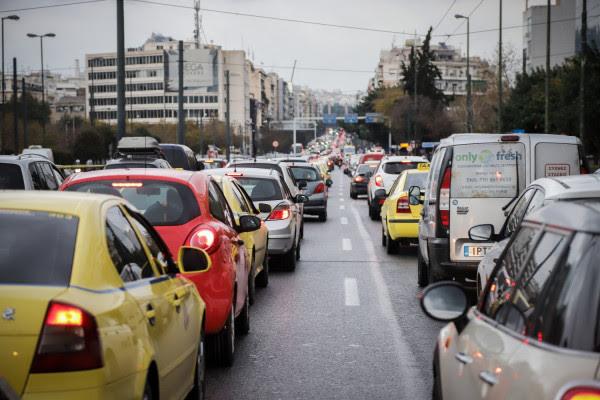 Την ευθύνη στους εκπαιδευτές οδήγησης για τη μη διεξαγωγή των εξετάσεων ρίχνει το υπουργείο Μεταφορών