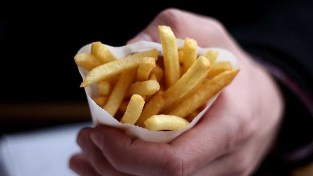 Quatro efeitos secundários do consumo excessivo de alimentos salgados