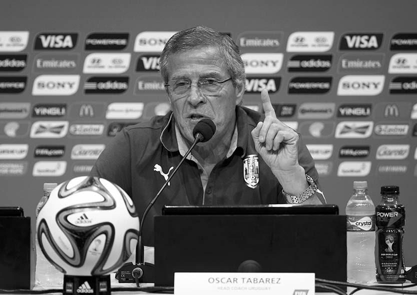 El técnico de Uruguay, Óscar Washington Tabárez, durante la conferencia de prensa en el estadio Maracaná.