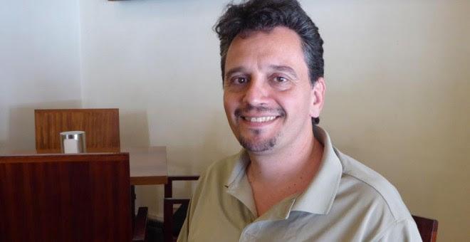 Daniel Albarracín, trabaja para Podemos en Bruselas y es  miembro del Comité de la Verdad de la deuda pública griega.- PÚBLICO