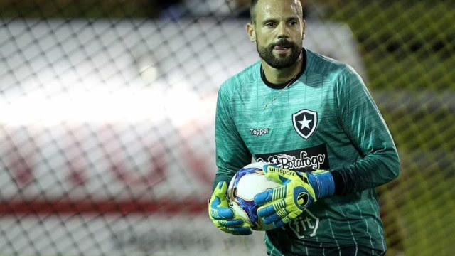 Cavalieri diz que lado emocional atrapalha o Botafogo: 'Nos perdemos após o gol'