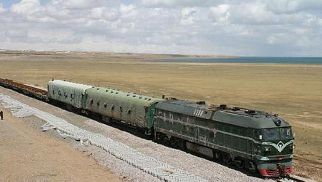 The Qinghai-Tibet Railway link - the first railway network that connects TAR to any other province. (www.chinatibettrain.com)