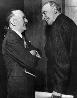 John Maynard Keynes (derecha) y Harry Dexter White en la Conferencia de Bretton Woods, celebrada en 1944.