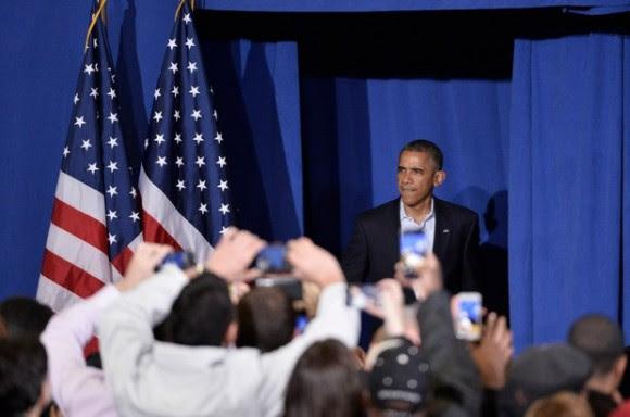 El presidente estadounidense Barack Obama, pronunció un discurso para apoyar la campaña del gobernador Dannel Malloy, en la Escuela Secundaria Central de Bridgeport, Connecticut. Foto: Xinhua.