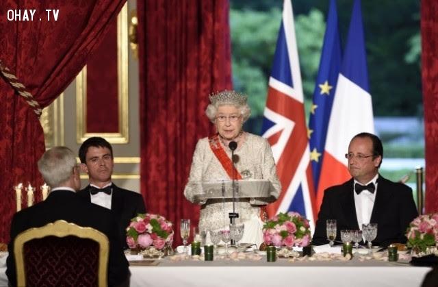 6. Nữ hoàng Elizabeth II làm chủ tất cả các cuộc gặp mặt,hoàng gia anh,quy tắc,luật lệ,gia đình hoàng gia,nước anh
