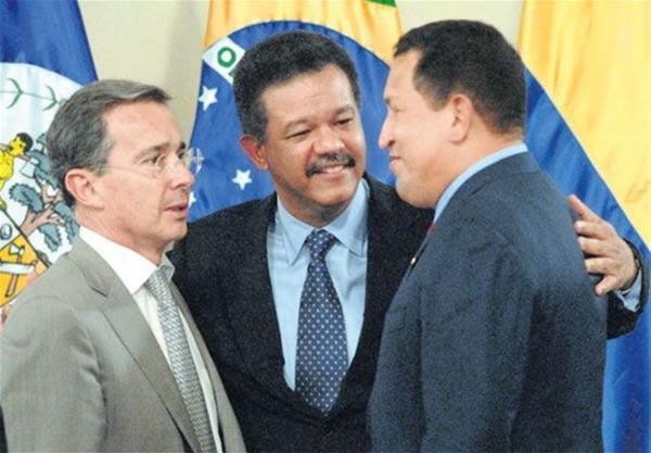 República Dominicana (2008): Álvaro Uribe y Hugo Chávez reconciliados ante la mirada del presidente anfitrión, Lionel Rodríguez