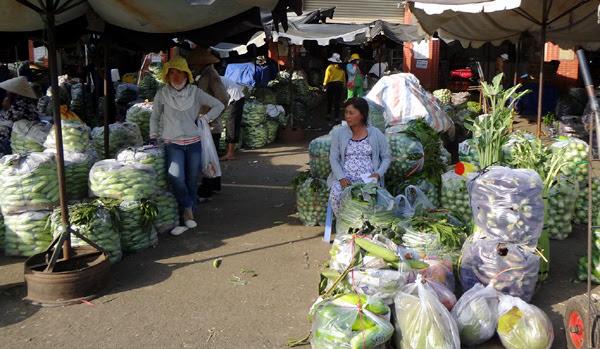 Tiểu-thương, sức-mua, dịch-cúm-gia-cầm, rau-củ, nông-sản, ế-ẩm