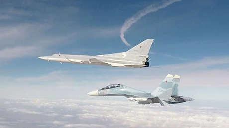 Un bombardero ruso de largo alcance Tu-22M3 lanza un ataque contra instalaciones del Estado Islámico. Siria, 25 de noviembre de 2017.