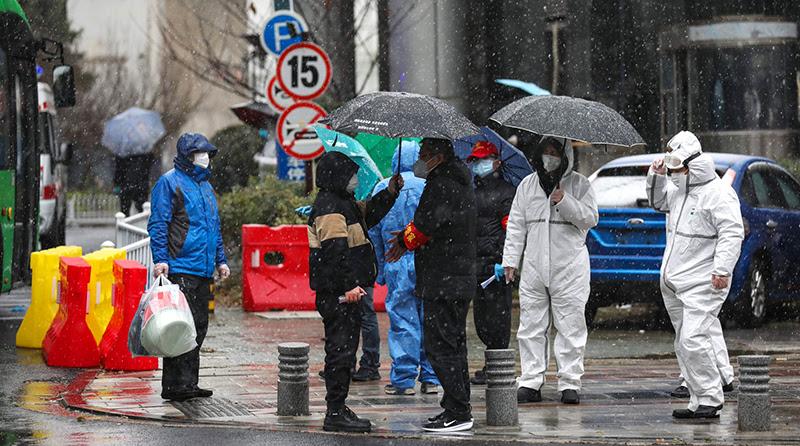 ĐCSTQ che giấu dịch bệnh gây ra sự bùng phát dịch viêm phổi ở Vũ Hán, lại cưỡng chế người dân đi làm trở lại gây sự phẫn nộ.