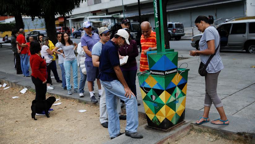 ¿Cargar un teléfono con un limón?: Los asombrosos inventos caseros de los venezolanos para sobrevivir al apagón